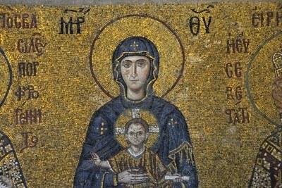 Virgen bizantina (mosaico aproximadamente de 1122). Santa Sofía, Estambul, Turquía.